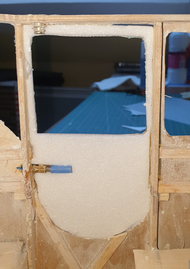 Doors closing system